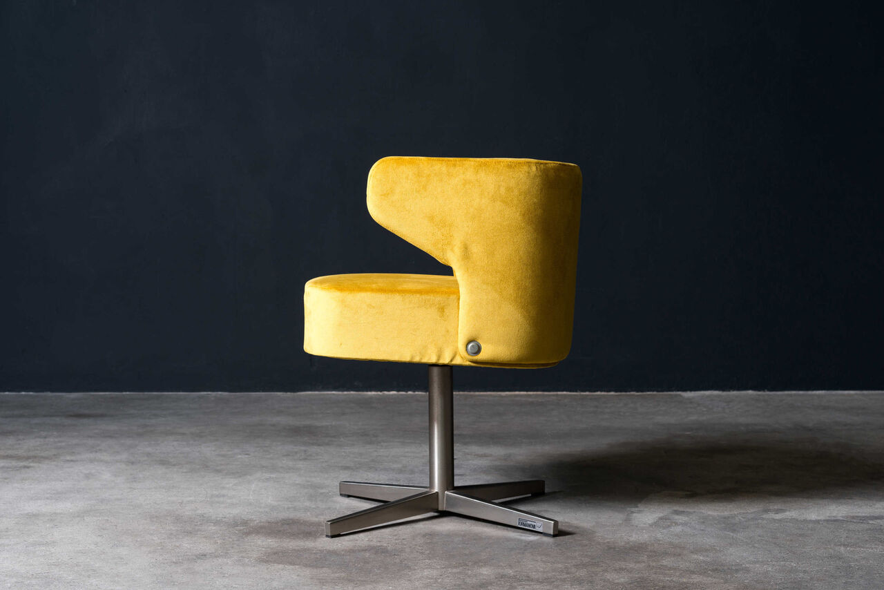 Formanova swivel chair  Ready for reupholstery