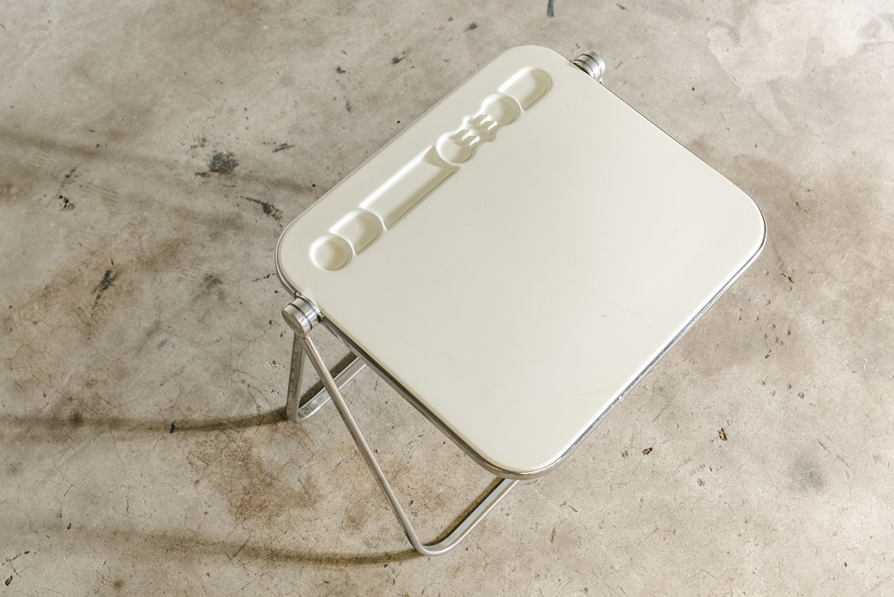 Platone folding desk by Giancarlo Piretti